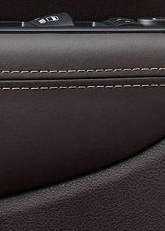 Altavoces en las puertas del Jeep Grand Cherokee 2015