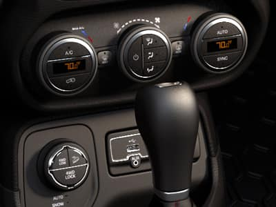 2015 jeep renegade interior features. Black Bedroom Furniture Sets. Home Design Ideas