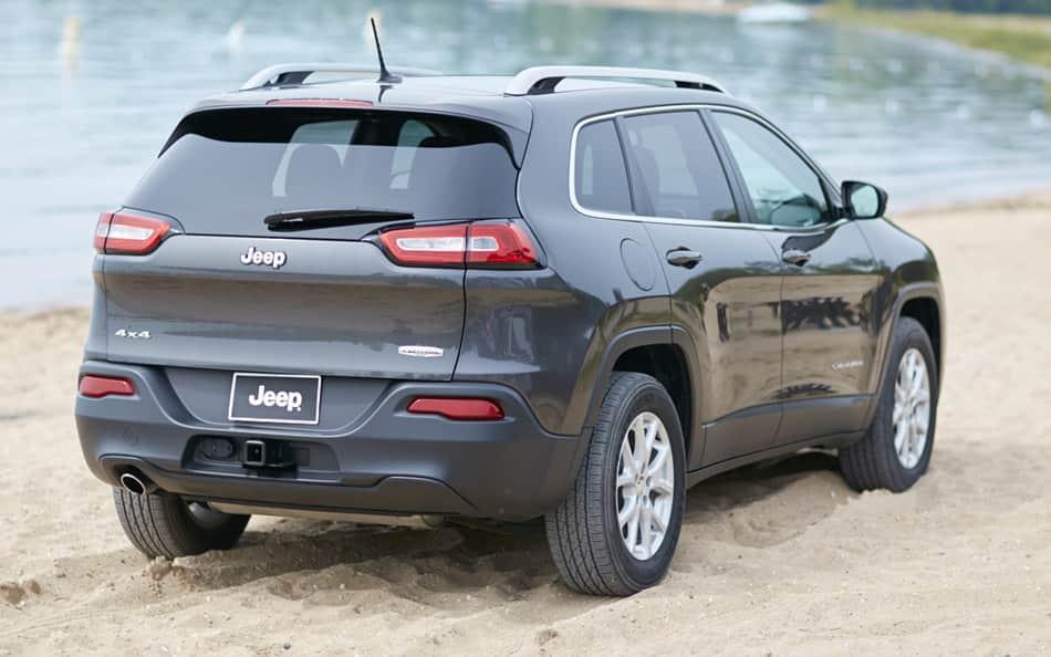 2016 jeep cherokee vs 2016 honda cr v comparison review by east hills chrysler jeep dodge ram. Black Bedroom Furniture Sets. Home Design Ideas