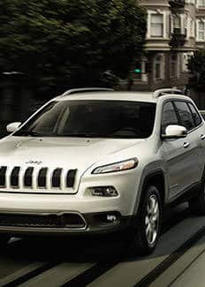 2016 Jeep Cherokee front view city driving