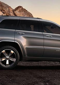 Vista lateral del Jeep Grand Cherokee Overland 2016