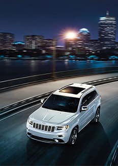 Vista delantera superior del Jeep Grand Cherokee 2016