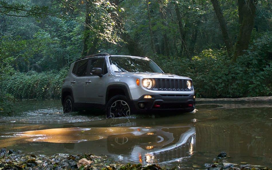 2016 jeep renegade vs 2016 nissan juke comparison review. Black Bedroom Furniture Sets. Home Design Ideas