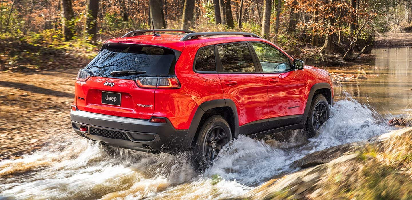 2019 Jeep Cherokee vs 2019 Subaru Forester comparison review by
