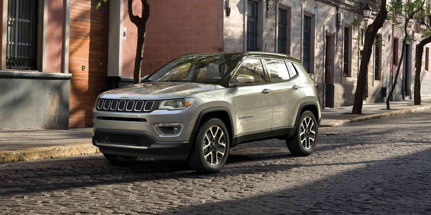 2019-Jeep-Compass-Gallery-Exterior-Laltitude-Grey-Front-City