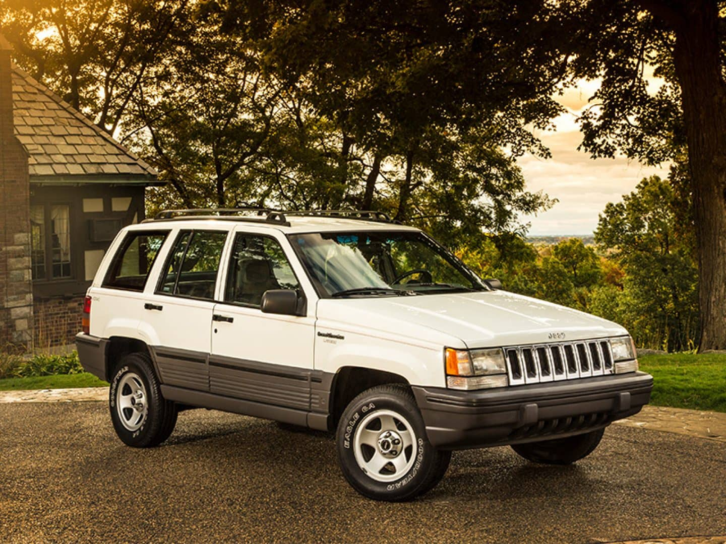 Jeep History In The 1990s Aftermarket 4 0 Cylinder Head Grand Cherokee