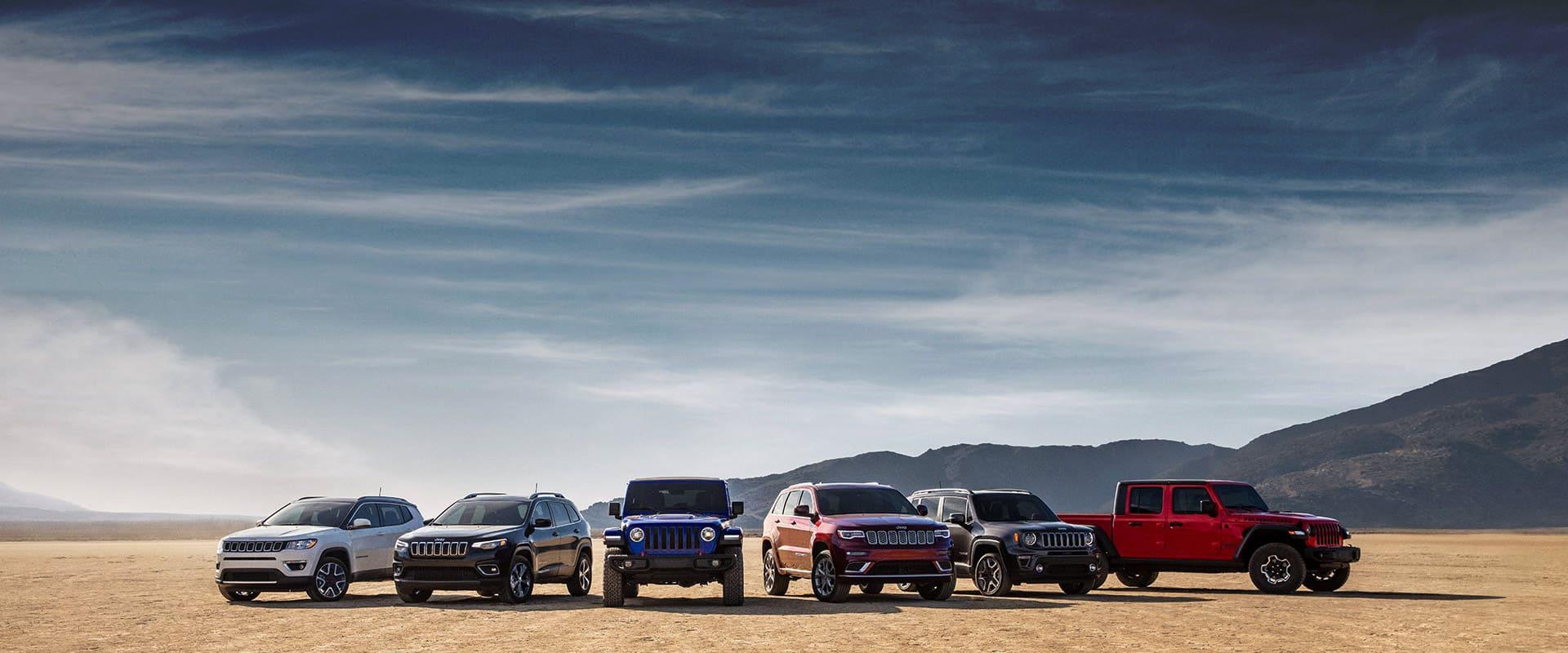 La línea de vehículos Jeep2020, de izquierda a derecha:Compass, Cherokee, Wrangler, Grand Cherokee, Renegade y Gladiator.
